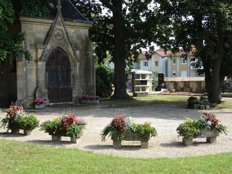 Retzer Friedhof neue Urnennischen